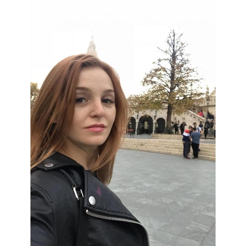 Девушка ищет партнера для совместных походов на свинг вечеринки порно бурные